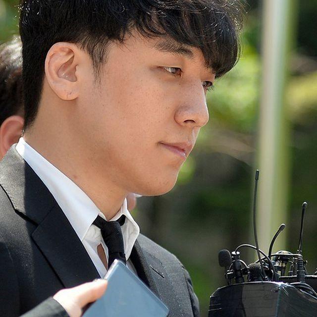 Sau khi trở ra, Seungri khá tươi tỉnh...