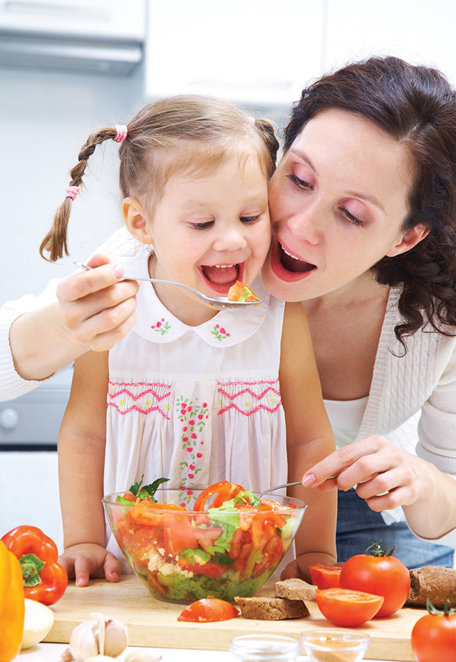 Trẻ chưa đến độ tuổi này mà đã ăn như người lớn thì chẳng có ích lợi gì mà còn hại thêm nhiều