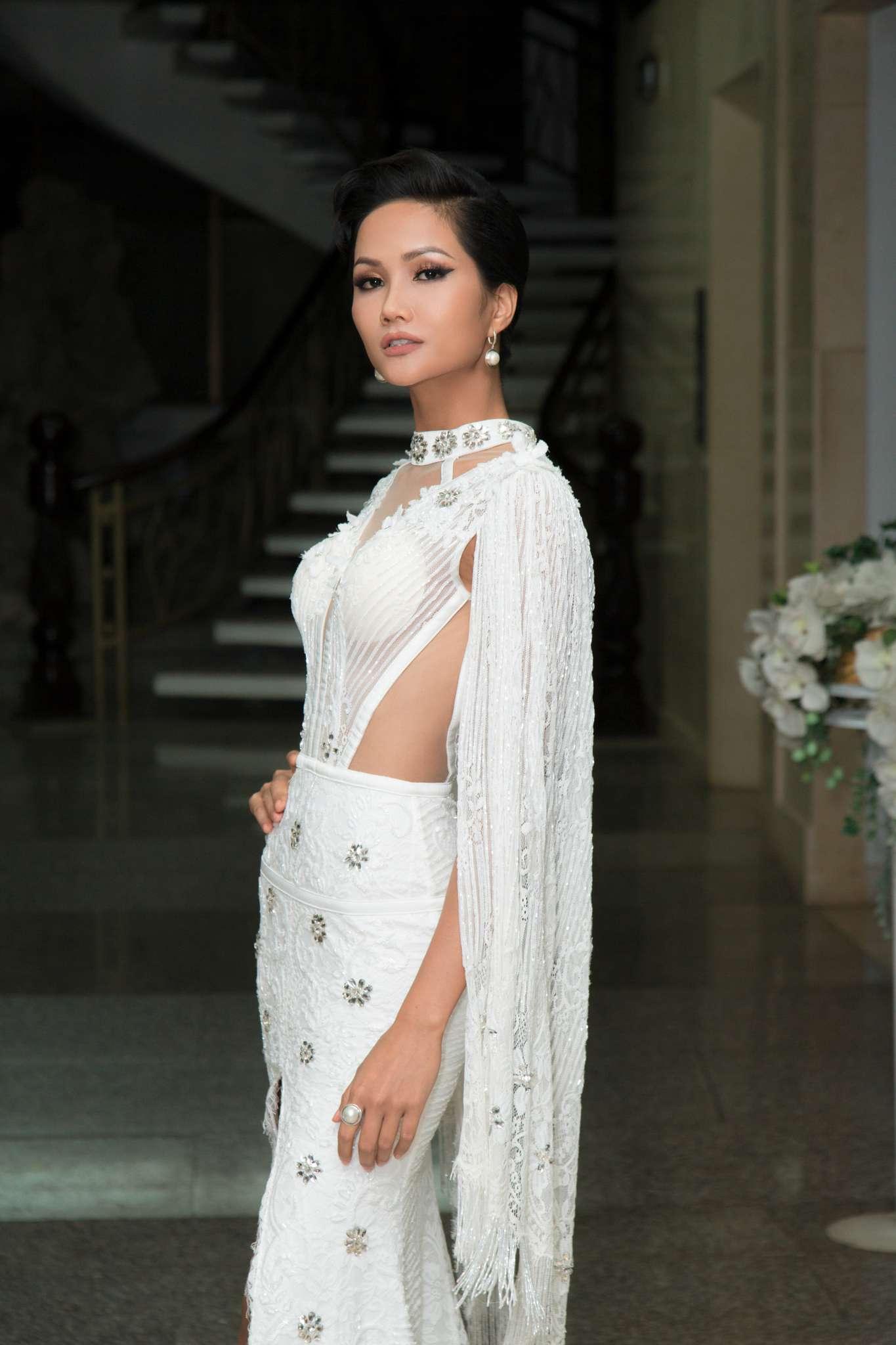 Nhà thiết kế quốc tế tố cáo sao Việt mặc váy 'nhái' - VnExpress Giải Trí
