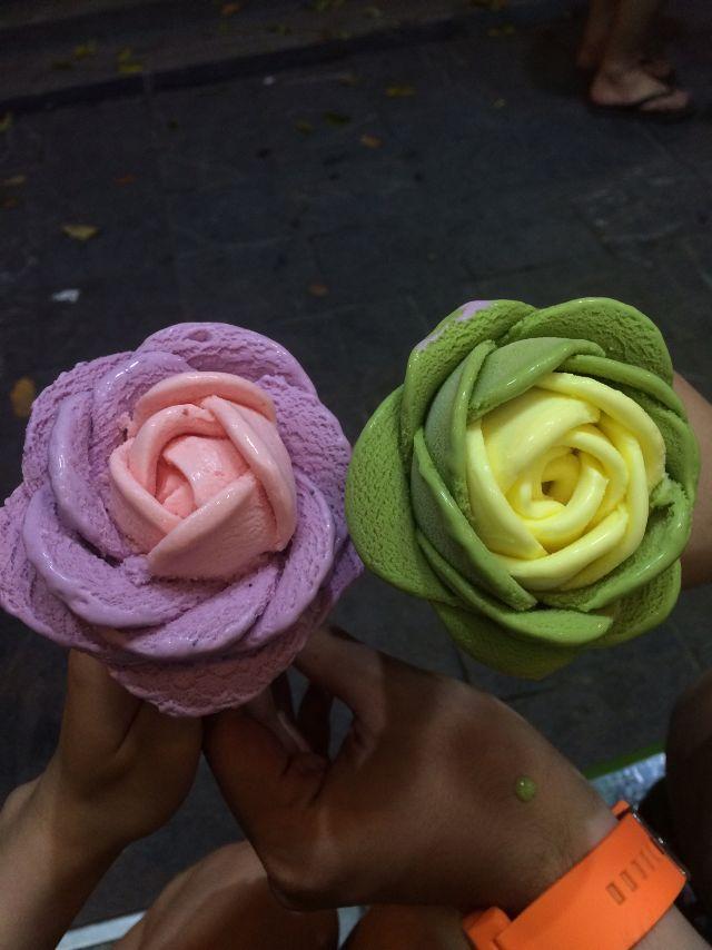 Kem ốc quế 'hóa thân' hoa hồng giúp bạn giải nhiệt ngày nắng nóng ở Sài Gòn