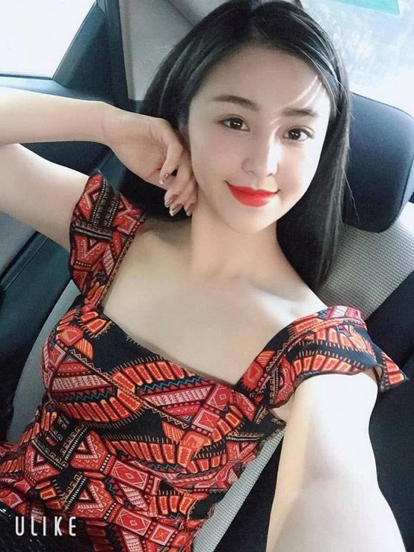Ly hôn gửi con ở quê lên Sài Gòn lập nghiệp, hotgirl bánh tráng trộn công khai bạn trai mới