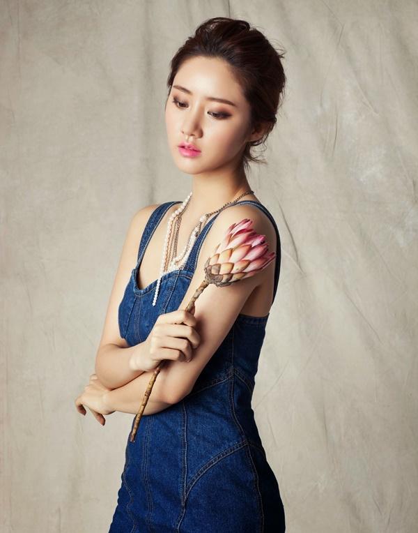 Ngọc nữ màn ảnh xứ Hàn - Han Groo gây thương nhớ với trang phục denim