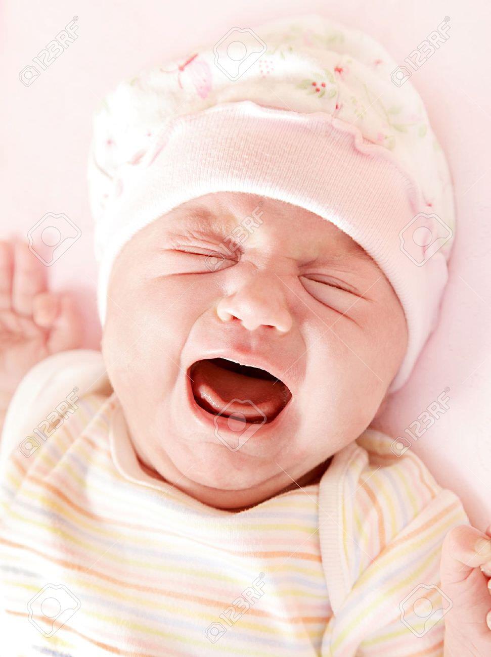 Trẻ sơ sinh bị sôi bụng và đi ngoài do đâu?