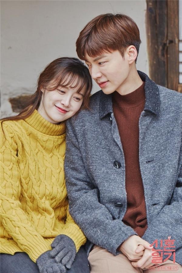 Chỉ bằng một hành động tưởng không liên quan, 'nàng cỏ' Goo Hye Sun đã làm rõ tin đồn trục trặc với chồng trẻ