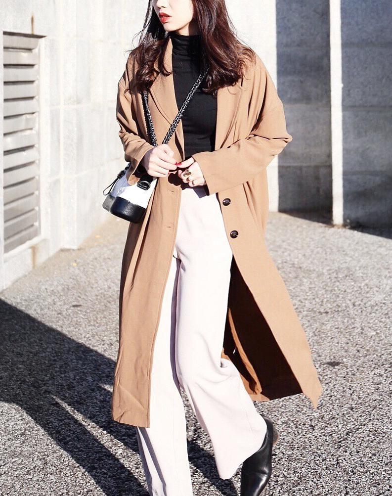 4 cách mix áo khoác dáng dài với quần ống rộng cho nàng thêm phần lung linh