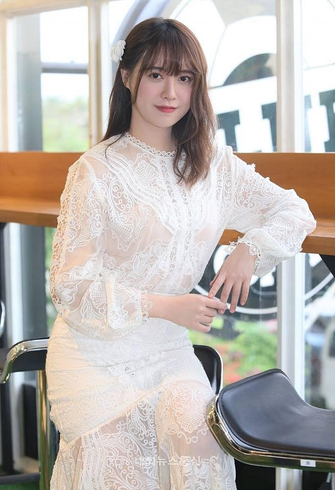 'Nàng cỏ' Goo Hye Sun gây chú ý khi liên tục lấy tay che bụng, lần đầu nói về chồng sau tin đồn hôn nhân trục trặc