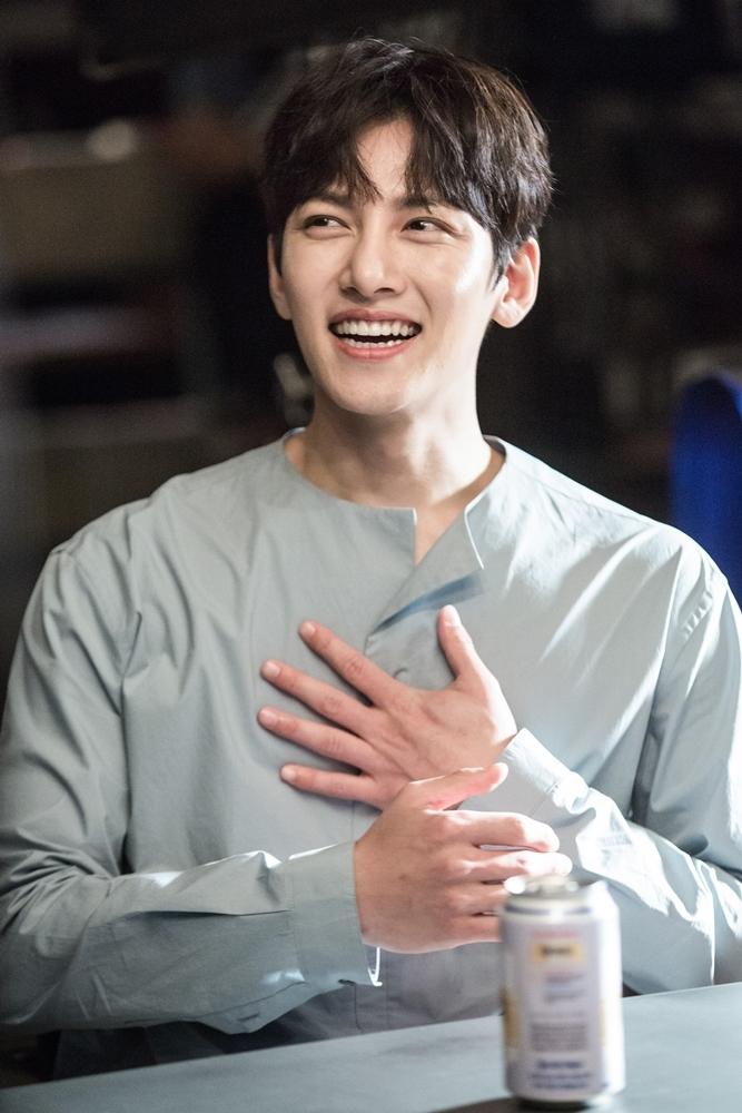 Điểm qua 18 diễn viên Hàn có đôi mắt cười hút fan nhất