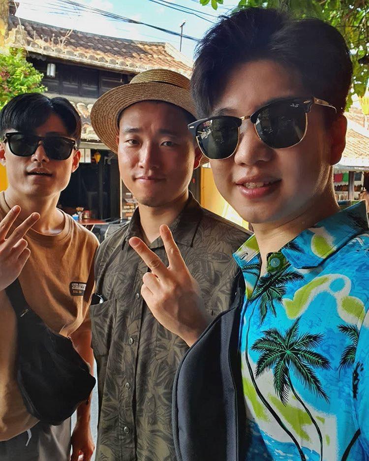 Kang Gary bất ngờ có mặt tại Đà Nẵng, thân thiện chụp ảnh nhưng phản ứng của fan mới đáng chú ý