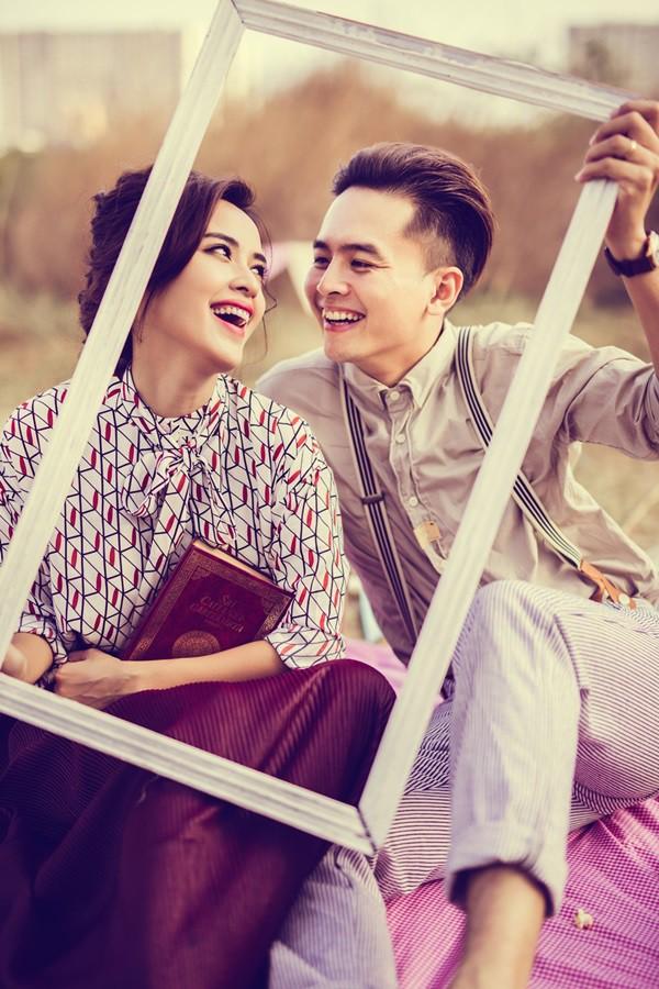 Chán chê đóng phim, vợ chồng Tú Vi – Văn Anh lần đầu ngồi ghế nóng đấu trường nhan sắc