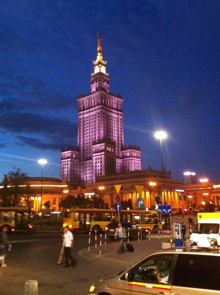 Lang thang thủ đô Ba Lan, thành phố đi lên từ đống tro tàn