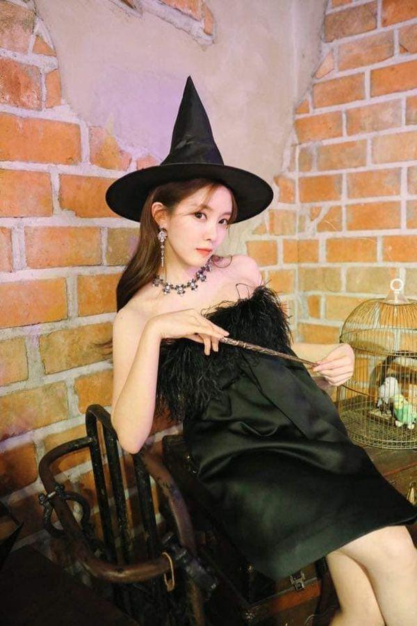 Hyomin khiến nhiều người mê mẩn nhan sắc ngọt ngào khi hóa thân thành cô phù thủy nhỏ