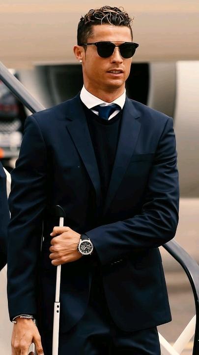 Ronaldo nghỉ trận tranh HCĐ vì những đứa con sắp ra đời
