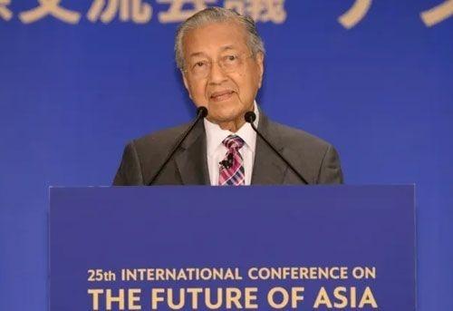 Thủ tướng Malaysia 'không nói nên lời' khi gặp robot Sophia
