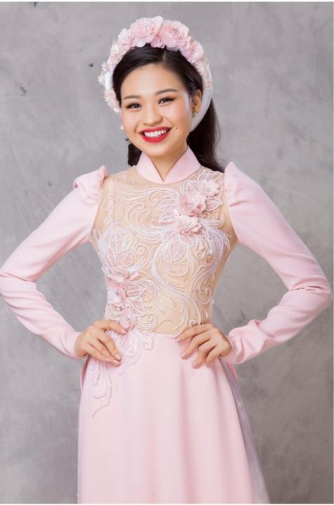 Lê Lộc sắc mặt hạnh phúc, thần thái rạng rỡ khi làm mẫu áo dài cưới -Tin tức Sao Việt