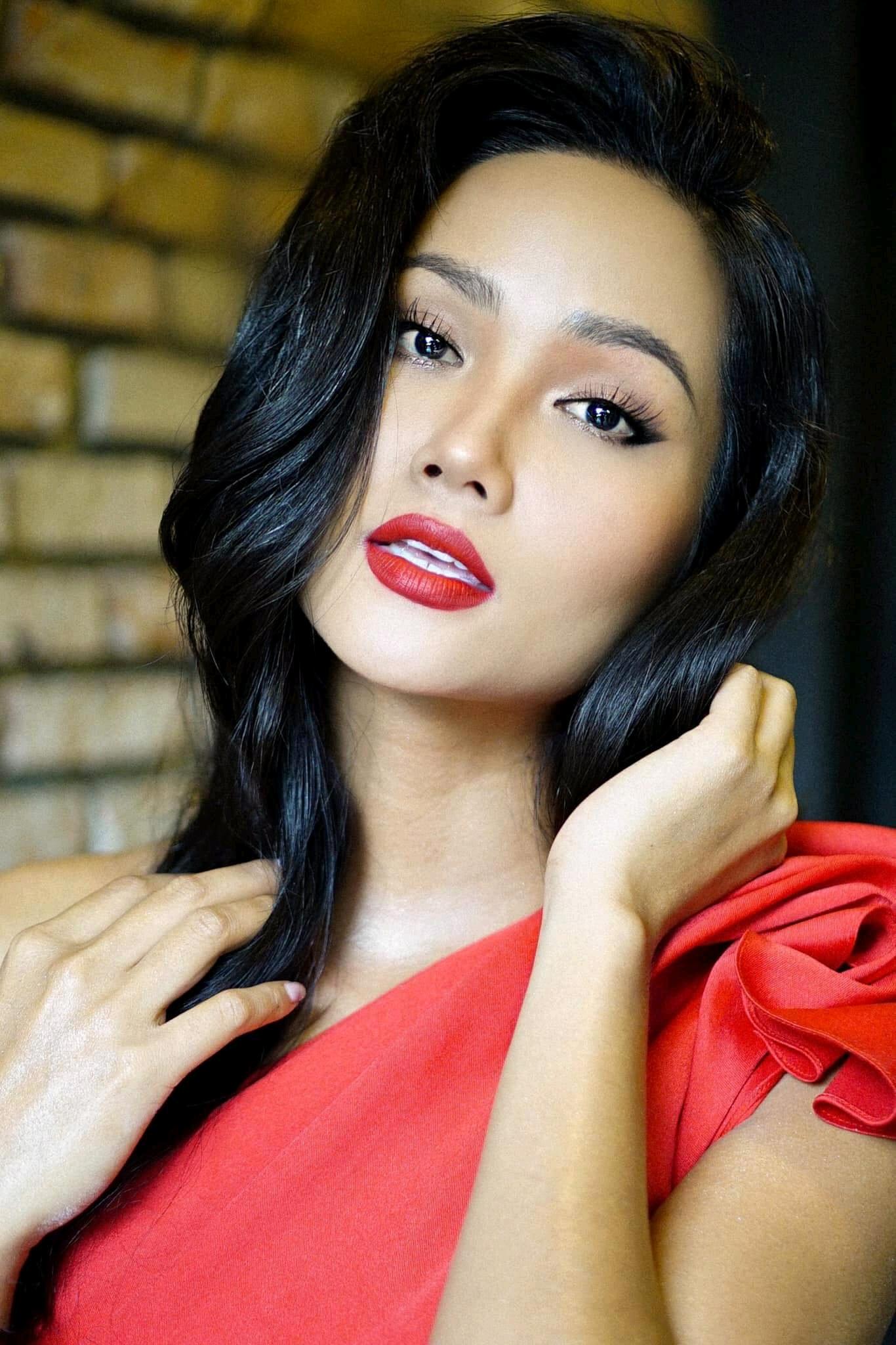 Bản tin Hoa hậu Hoàn vũ 19/8: H'Hen Niê áp đảo dàn mỹ nữ với kiểu tóc dài đẹp nhất từ trước tới nay