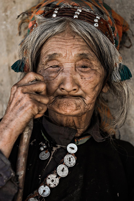 Nhiếp ảnh gia người Pháp mở Bảo tàng bảo tồn di sản các dân tộc thiểu số Việt Nam | ELLE Việt Nam