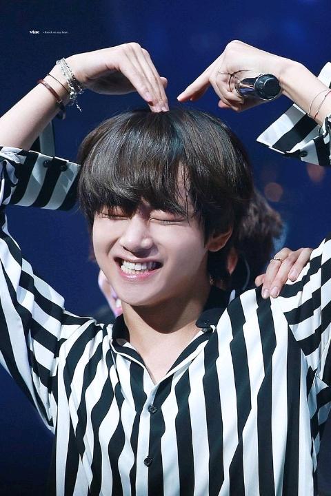 """V (BTS), tin tức Mới nhất V """"chuyển nghề"""" sang hát ru các em bé trên toàn thế giới, fan tấm tắc khen giọng hát đặc biệt của chàng mỹ nam BTS - Đọc tin tuc tại Kenh14.vn"""