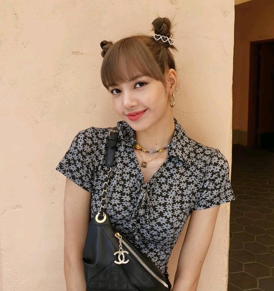 Hẹn hò cùng bạn tại Thái Lan, Lisa (BLACKPINK) lộ tính cách thật và thái độ trước lời mời biệt đãi người nổi tiếng
