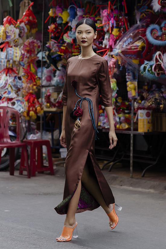 Váy lụa mùa thu của Hà Linh Thư