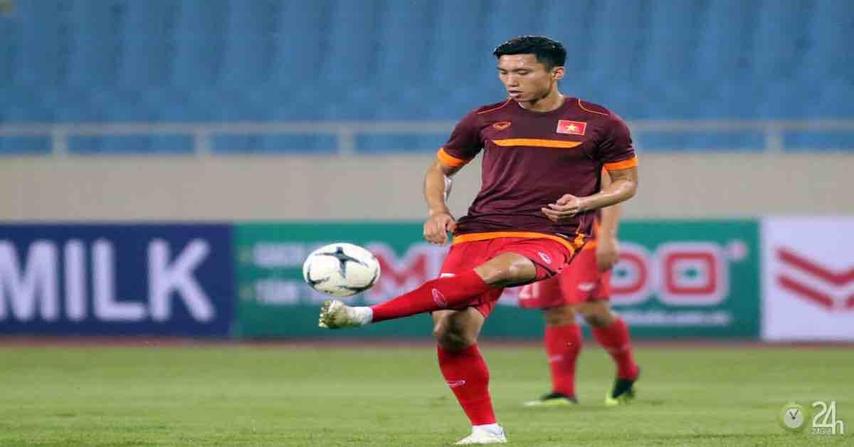 ĐT Việt Nam tập đấu Malaysia: Thầy Park kèm chặt Văn Hậu