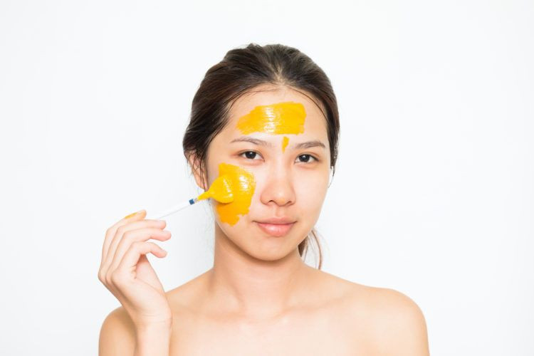 7 cách làm mặt nạ tinh bột nghệ giúp bạn trị mụn hiệu quả • Hello Bacsi