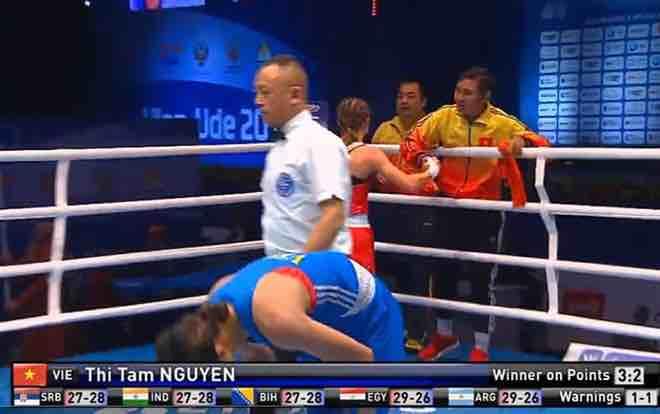 """Ngã ngửa boxing: Nữ võ sĩ Việt mất huy chương thế giới, chủ nhà """"đổi trắng thay đen"""" - Thể"""