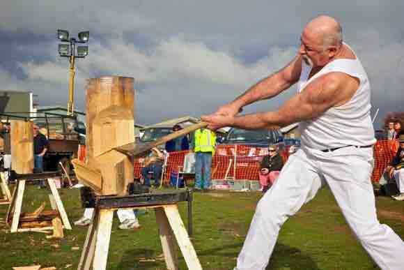 Độc đáo môn thể thao 'tốn thể lực' của giới thợ gỗ