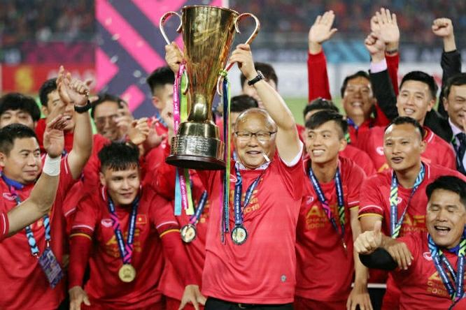 Thầy Park, Quang Hải như tài tử bên Hoa hậu dự trao giải Đông Nam Á-Bóng đá 24h