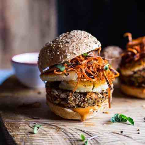 Hamburger - món Tây trên đất Việt được nhiều người yêu thích