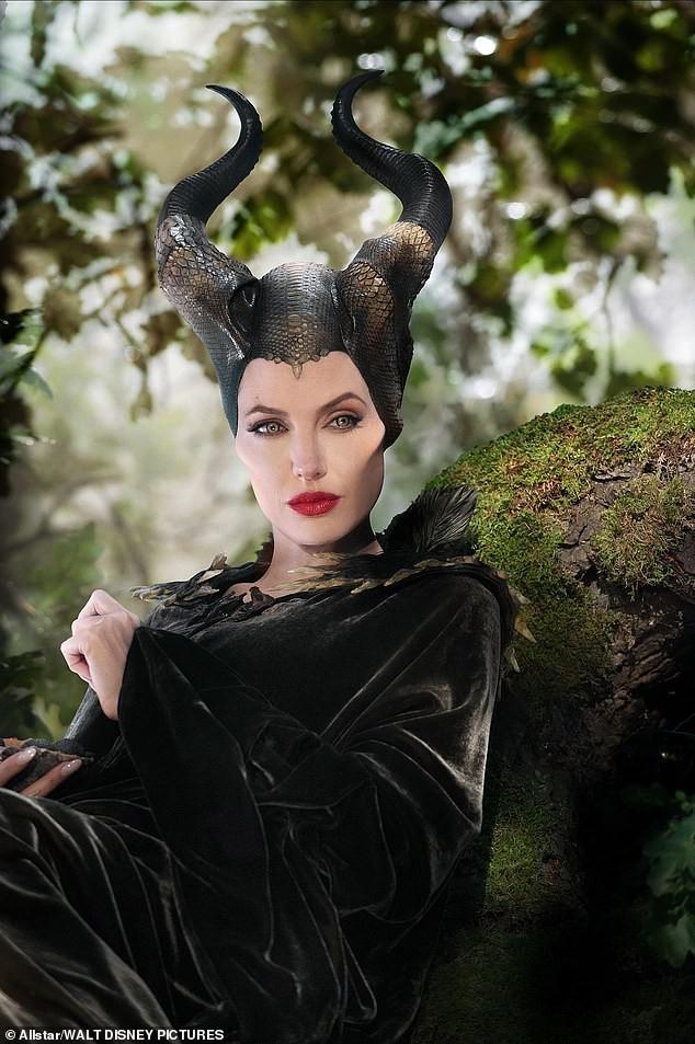 'Maleficent 2': 'Tiên hắc ám' của Angelina Jolie xuất hiện đen tối và dữ dội