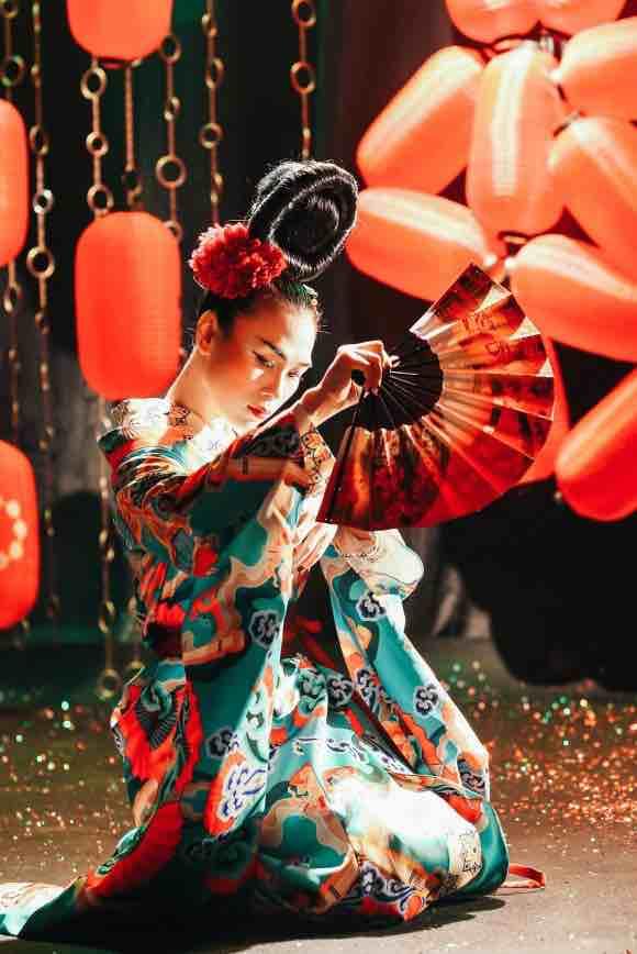 Mỹ Tâm tung MV hóa Geisha, khoe kĩ năng múa quạt điêu luyện - Tiin.vn