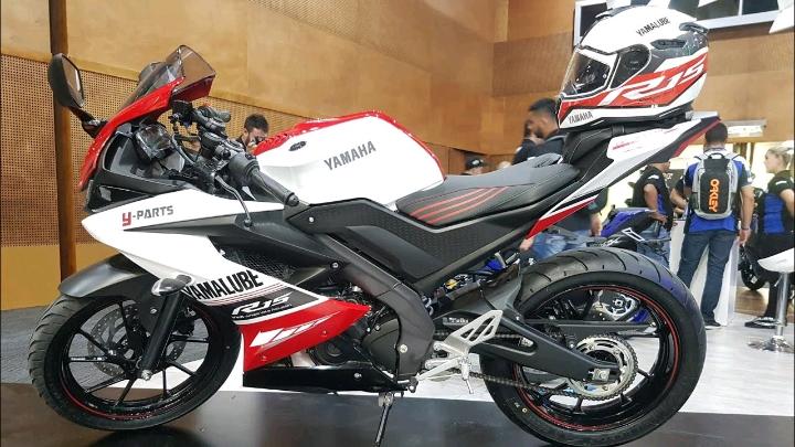 2020 Yamaha YZF-R15 V3.0 nhận được đồ họa và màu sắc mới, giá không đổi