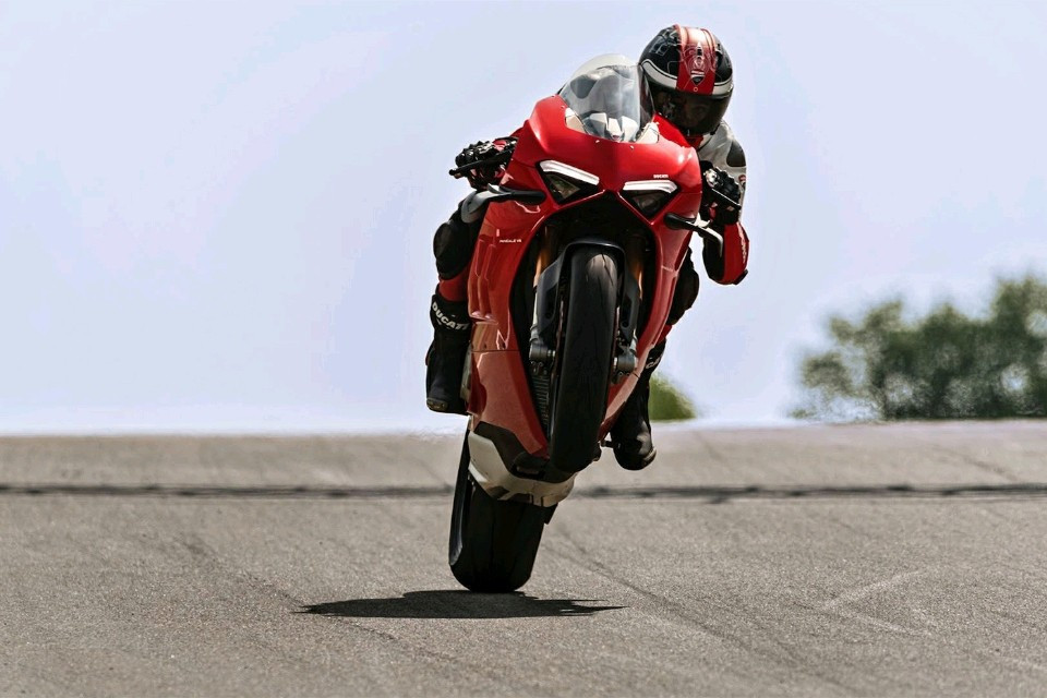 Carbon V4 Panigale gets Superlight Chain and Sprockets!!!