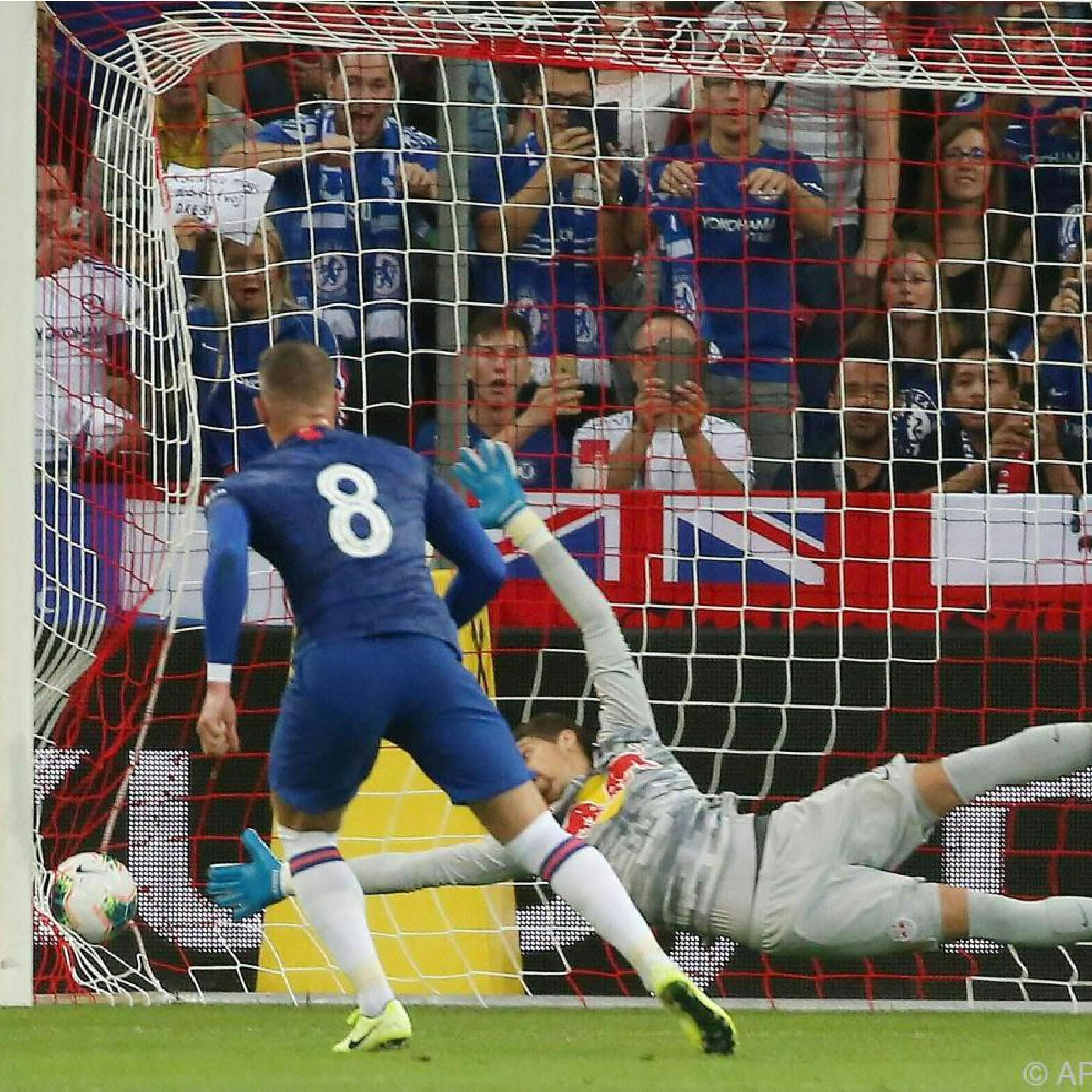 Barklay mở đầu ngày thi đấu xuất sắc của mình bằng penalty