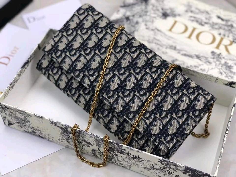 Dior Hàng order