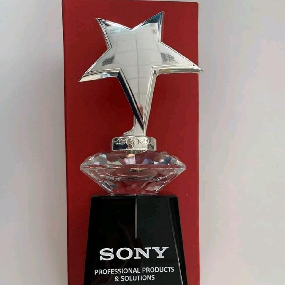 - 💥💥 Còn gì tuyệt vời hơn khi JVS là công ty duy nhất đạt được giải thưởng 🎉🎉  NHÀ PHÂN PHỐI XUẤT SẮC NĂM 2019 của SONY 🎊🎊  💪💪 Mọi s
