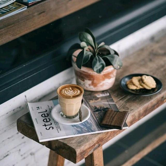 coffee sáng để mở mang thêm kiến thức bên các vĩ nhân trên giấy