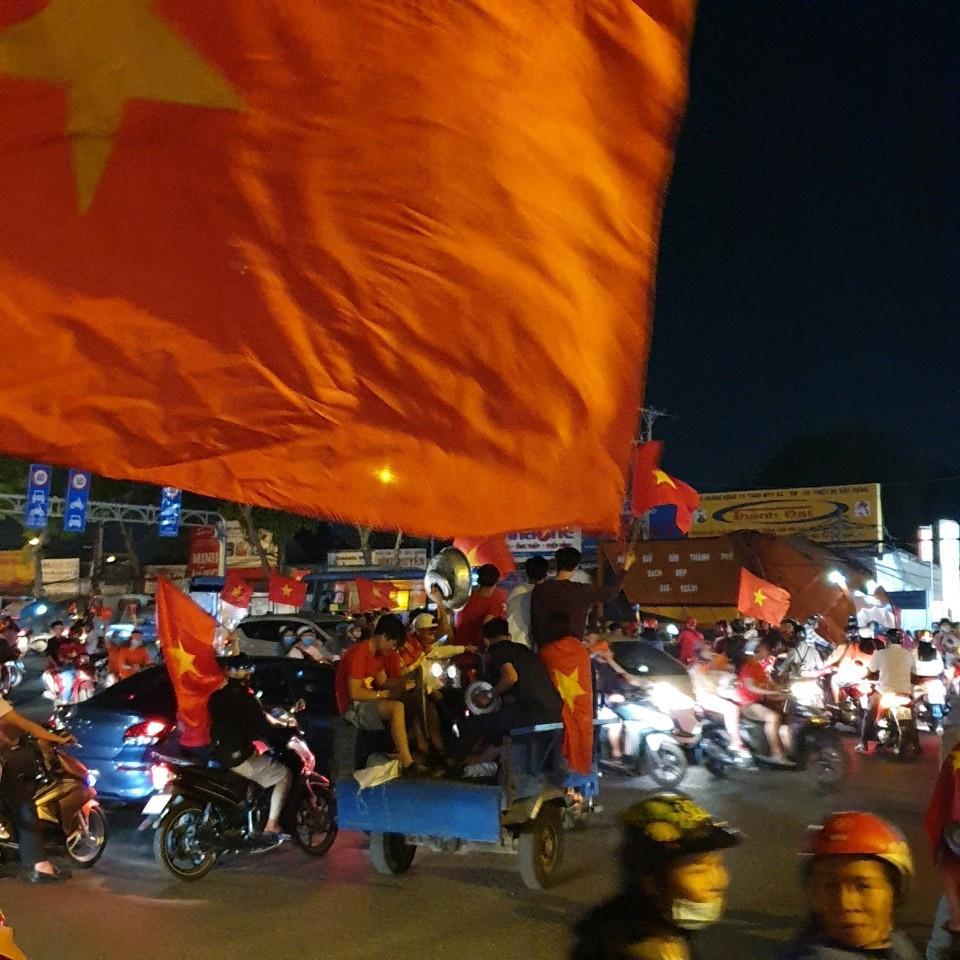 Việt Nam ơi 60 năm momg đợi mỏi mòn bây giờ đến tay cup Vàng seagame 30 Chúng ta giữ nó luôn không cho bố con thằng nào.?