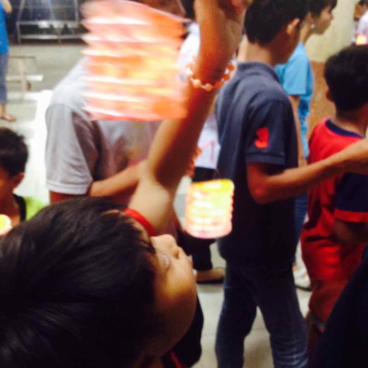 Những đứa trẻ trung thu không cần quà bánh