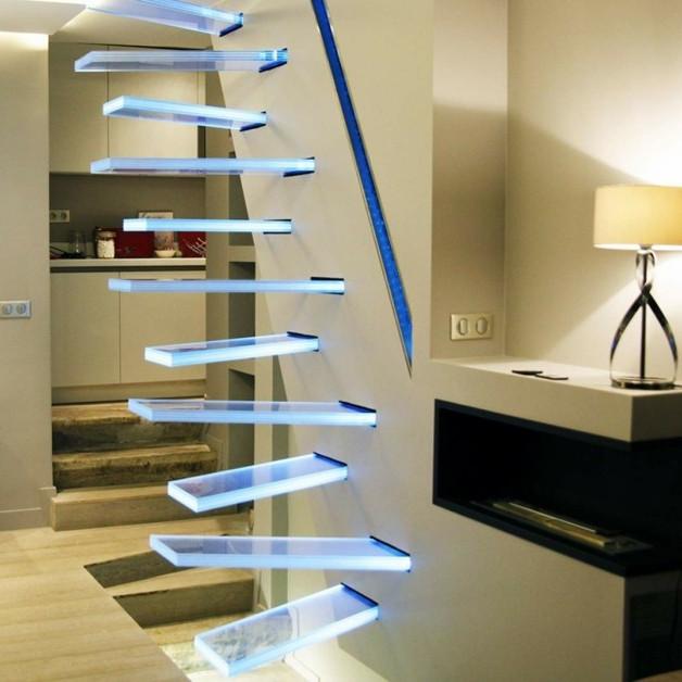 Chiếc cầu thang bằng kính
