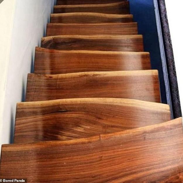 Cầu thang gỗ không đều
