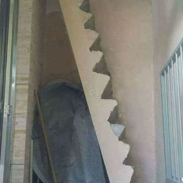 Cầu thang dốc ngược