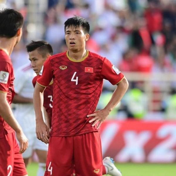 Hàng thủ của tuyển Việt Nam phải nhận 2 bàn thua với Iran