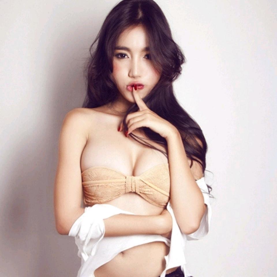 🥂 Lộ hậu trường chụp cảnh nóng của Elly Trần