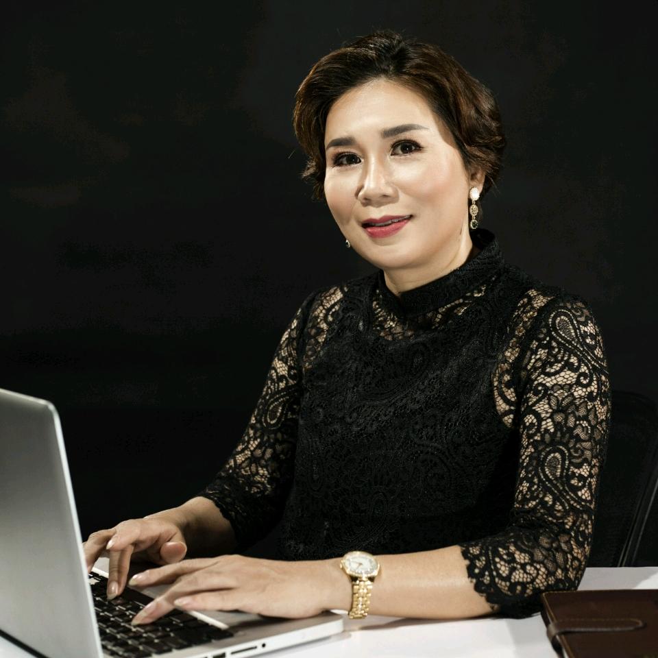 Bà Trần Thị Bích Thường - CEO hệ thống nhà thuốc Trung Nguyên