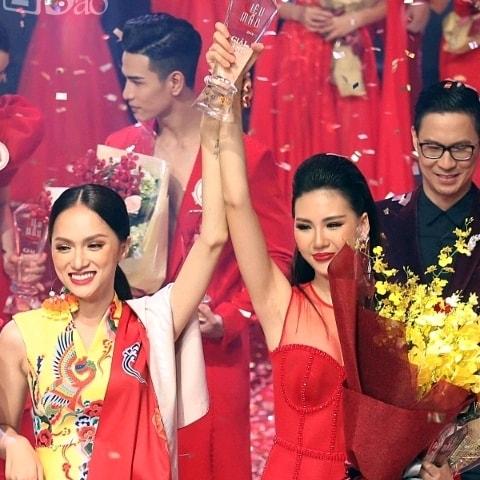 Dưới sự dẫn dắt của Hương Giang, Bùi Quỳnh Hoa giành ngôi vị