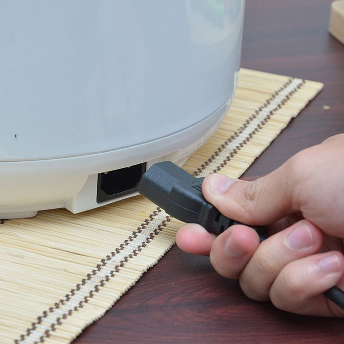Bảo quản nguồn điện an toàn và cắm điện đúng cách