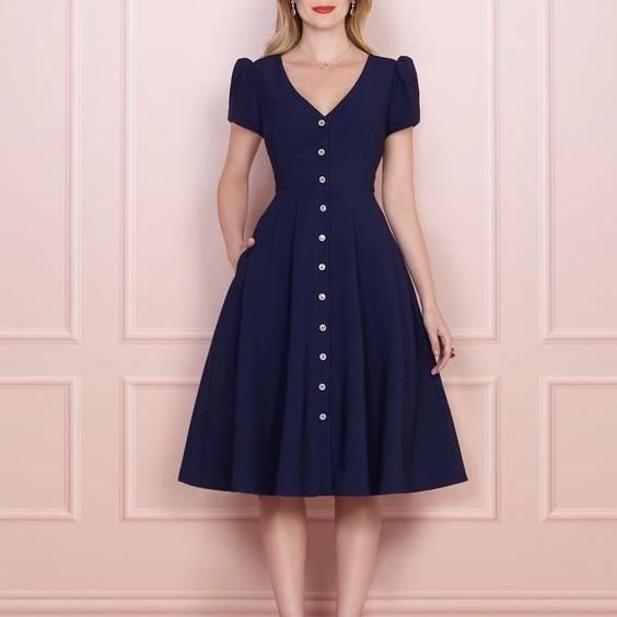2. Đầm đơn sắc