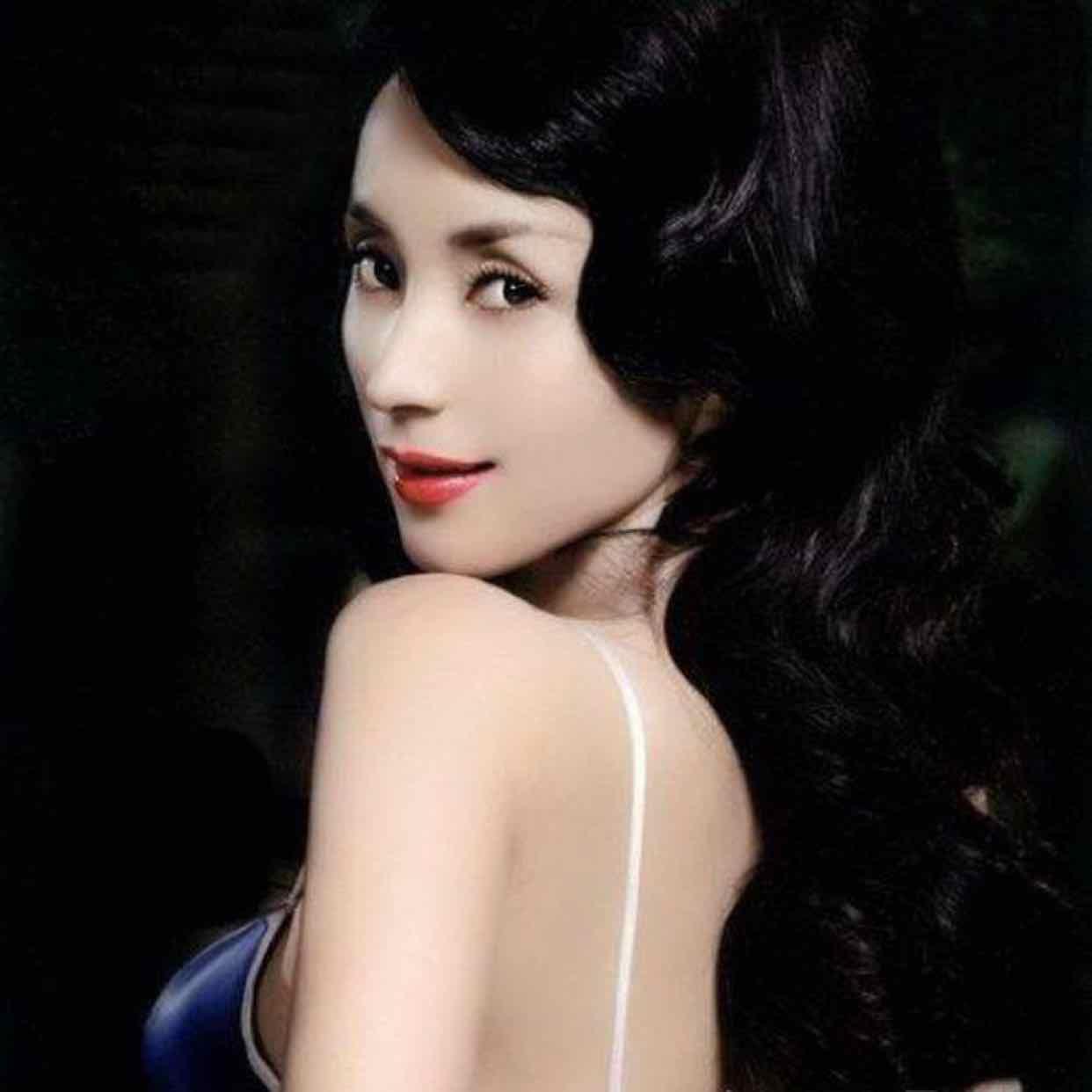 Số phận yêu nữ đẹp ma mị ngủ với hơn 10 quan bự Trung Quốc.