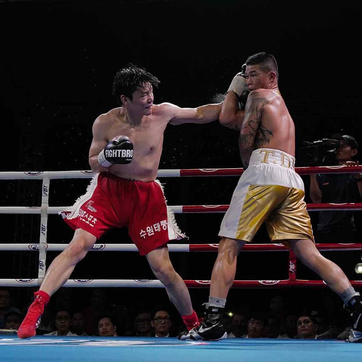 Trương Đình Hoàng đoạt đai WBA Đông Á.
